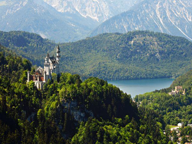 Schloss Neuschwanstein und Schloss Hohenschwangau bei Füssen im Allgäu