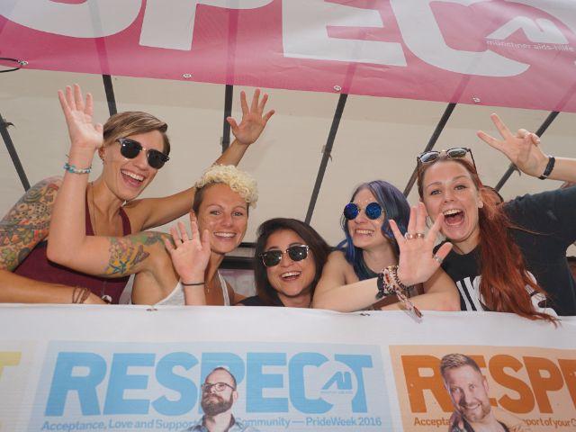 Schwule und Lesben feiern den CSD 2016 in München.