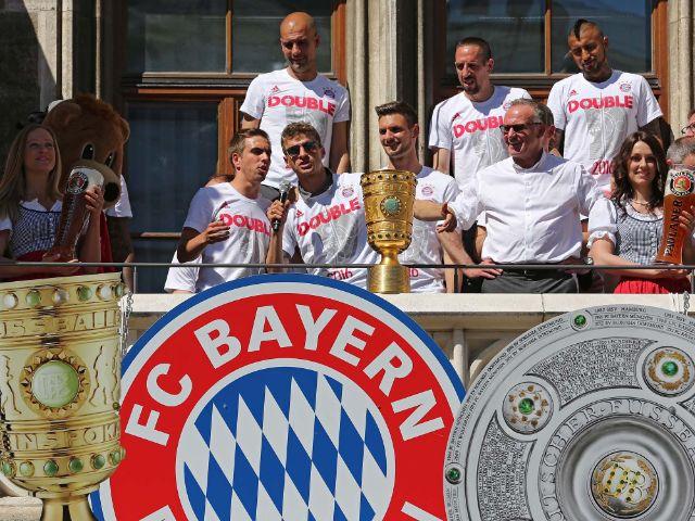 Der FC Bayern München feiert das Double auf dem Marienplatz