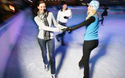 Schlittschuhlaufen in der Olympia Eissporthalle