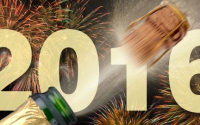 Silvester 2016 mit Feuerwerk und Champagnerflasche