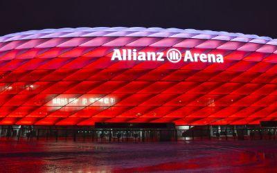 Allianz Arena rot beleuchtet