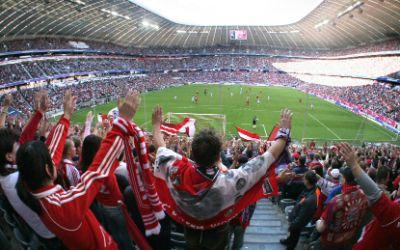 Südkurve München: Bayern-Fans stehen in der Allianz Arena