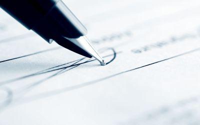 Füllfederhalter auf Dokument