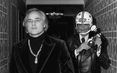 Foto von Marlon Brando und Ron Galella
