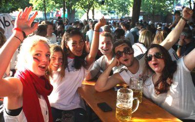Begeisterte Deutschland-Fans beim Public Viewing