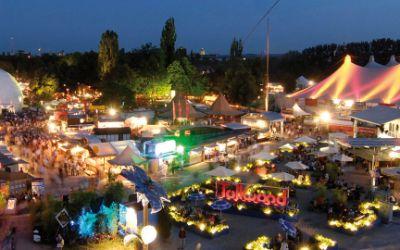 Panorama: Tollwood-Sommerfestival bei Nacht