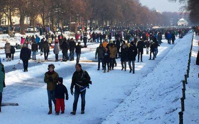 Eislaufen und Eisstockschießen auf dem Nymphenburger Schlosskanal