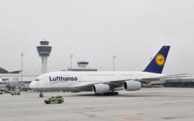 """Landung des Lufthansa Airbus A380 """"München"""" am Münchner Airport."""