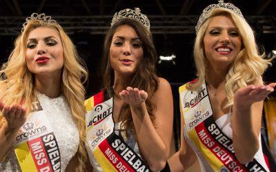 Die Miss Deutschland World, Albijona Muharremaj rechts im Bild
