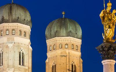 Die Frauenkirche bei Nacht