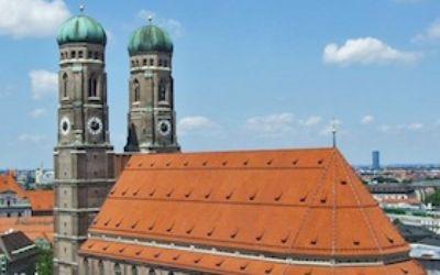 Frauenkirche München: der gotische Dom mit seinen beiden Zwiebeltürmen.