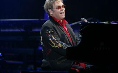 Elton John am Flügel