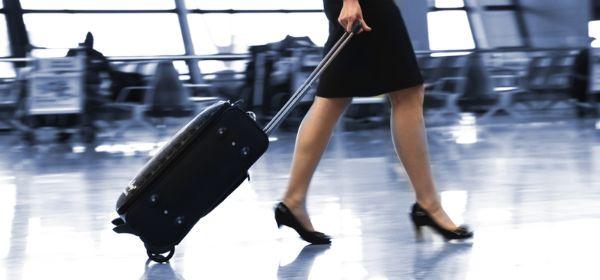 Frau mit Gepäck