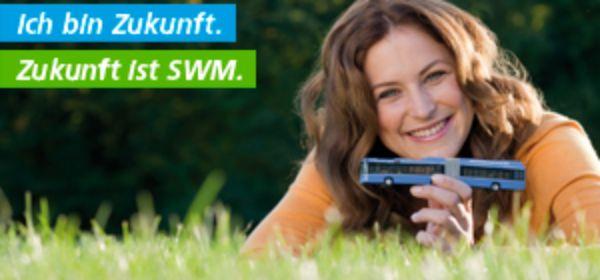 Frau auf Wiese: Zukunft ist SWM