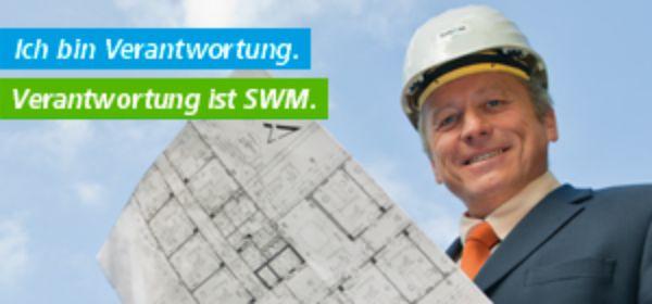 Mann mit Baumhelm und Bauplan: Verantwortung ist SWM