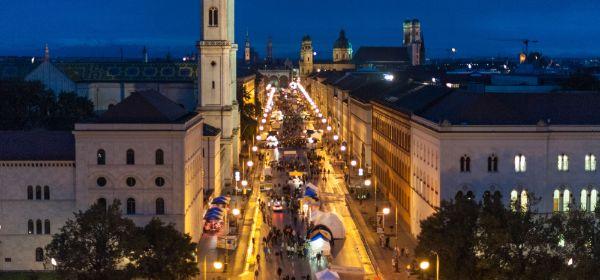 Streetlife: Ludwigstraße bei Nacht
