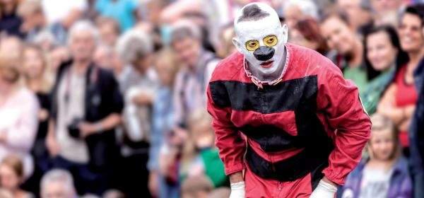 Performances und Walkacts auf dem Wintertollwood: Clown Murmuyo