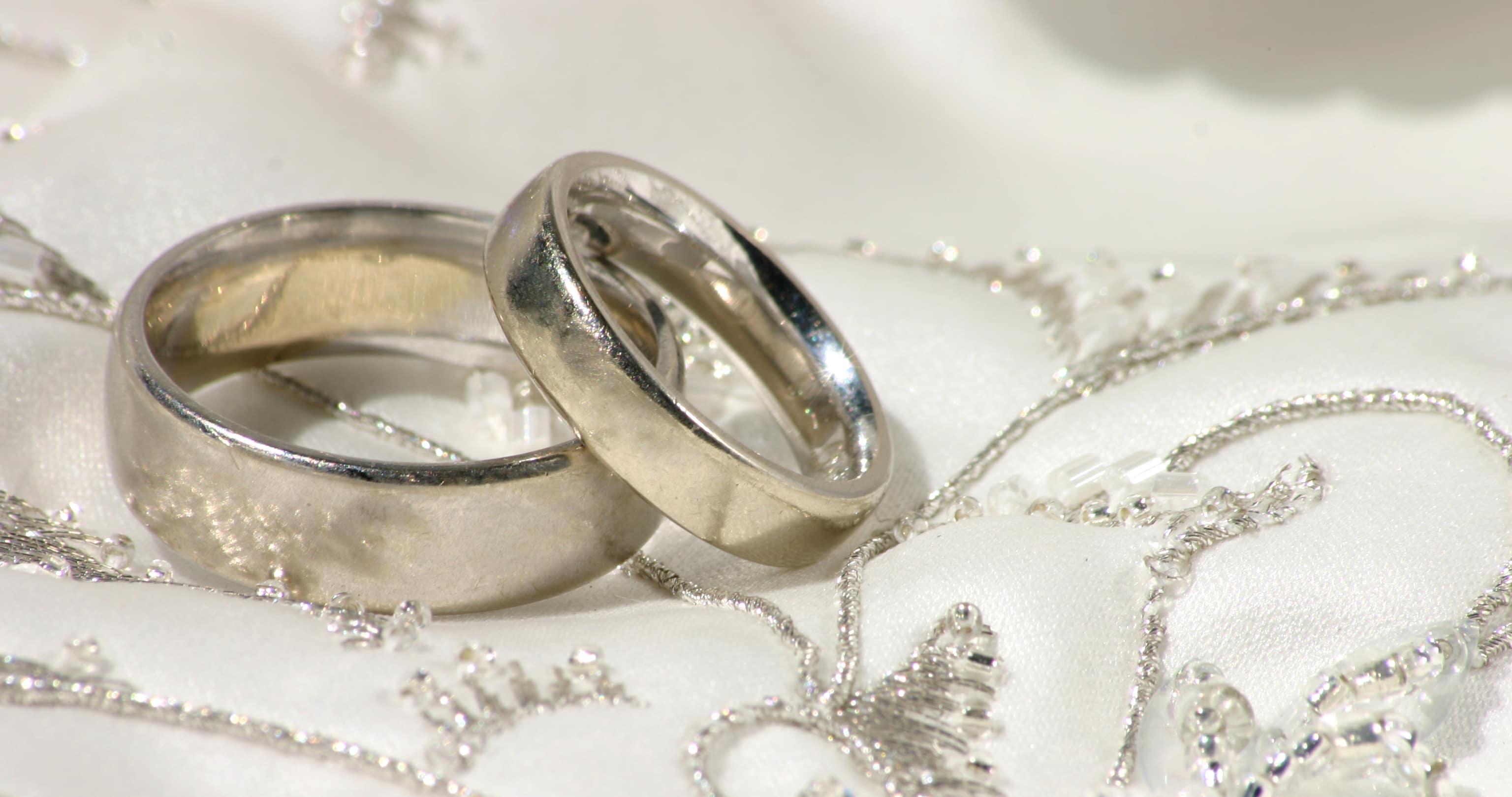 1c5d4ec85ddd Demanda millonaria por anillos falsos