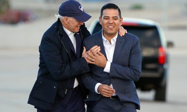 Muere mamá Robert García alcalde Long Beach