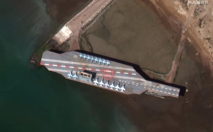 Irán lanza misil a falso portaaviones ante tensión con EEUU