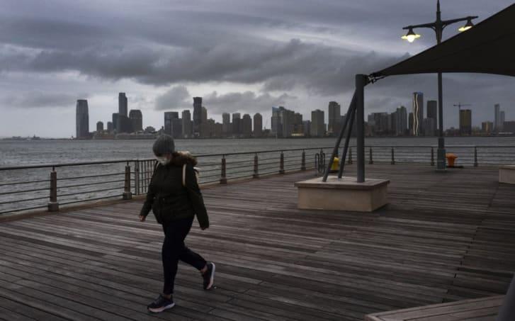 Gobernador de Nueva York anuncia que escuelas permanecerán cerradas hasta primavera