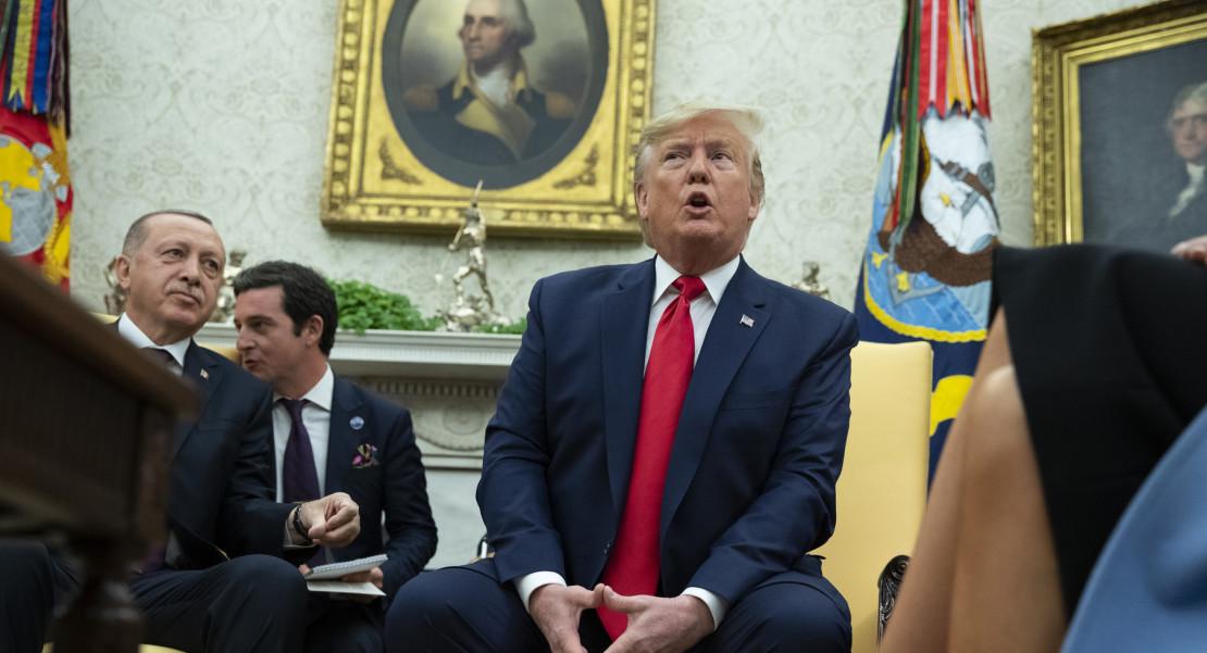 Tribunal Trump registros Trump Ucrania Bill Taylor
