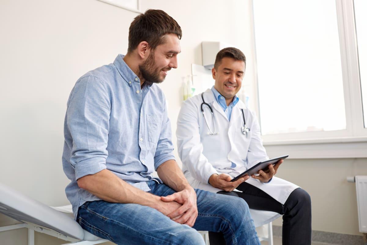 Salud masculina: Qué chequeos debes hacerte entre los 20 y 30 años