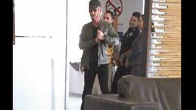 El 2 de octubre de 2015 el actor Sean Penn llega a Guadalajara acompañado de Kate del Castillo. Ambos viajan en un vuelo charter desde Los Ángeles, el mismo día empiezan su jornada para conocer a El Chapo, según esta imagen difundida por el diario El Universal.
