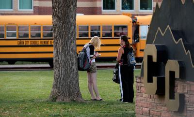 Los chicos, estudiantes en la secundaria Smithtown en el oriente de Long Island en el estado de Nueva York, no han sido identificados, ni tampoco la joven captada en el video. (Getty Images).