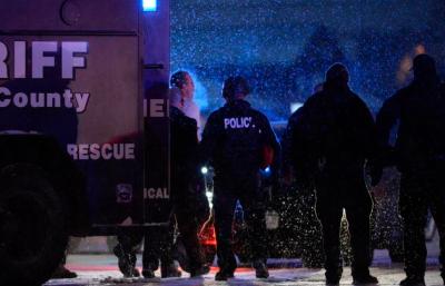 El agresor se atrincheró durante casi cinco horas en el centro y abrió fuego contra los agentes, alcanzado al menos a seis de ellos, uno de los cuales falleció. (Foto denverpost.com).