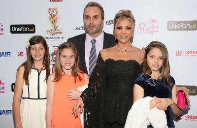 A principios de este año la actriz posó junto a sus hijas y su esposo a la entrega de premios TVyNovelas. (Getty Images).