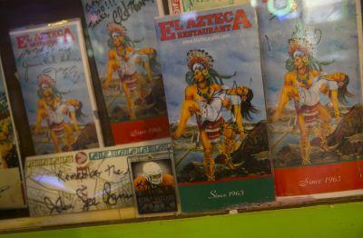 Mucha gente llegaba a comprar calendarios para Navidad en El Azteca. JAY JANNER / ¡AHORA SÍ!