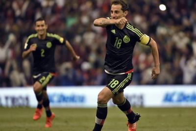 La gente aún seguía buscando sus asientos, cuando Andrés Guardado ya tenía gritando gol a los comentaristas. (Getty Images).