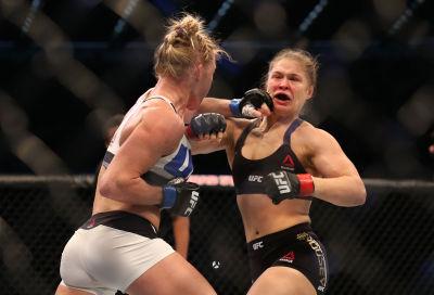 Le roba el titulo con un golpe y una pata. Getty Images