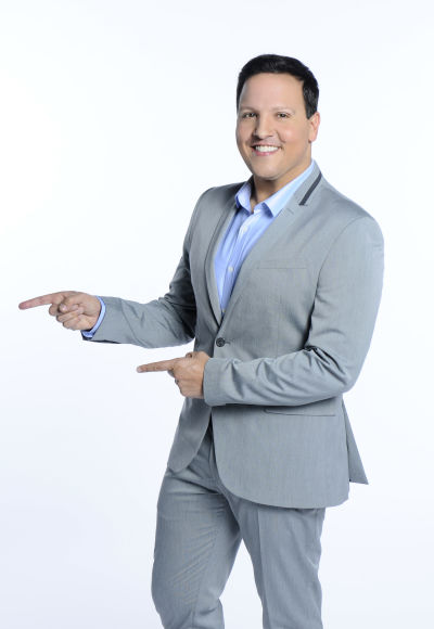 Raúl González está feliz de regresar a la televisión junto a su 'alma gemela' y poder diverir al público hispano los sábados (Cortesía Telemundo/NBC)
