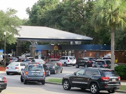 Filas para echar gasolina se han visto en Carolina del Sur. Foto: AP.