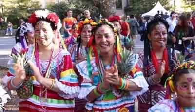 """Latinos en Atlanta celebran el Día de Muertos """"a la mexicana"""""""