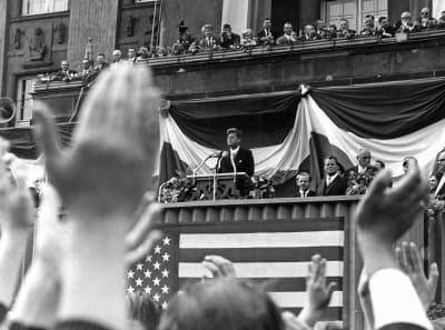 """La última colección inédita de archivos del Gobierno sobre el asesinato de John F. Kennedy saldrá a la luz este jueves de forma parcial o total, y aunque los expertos no esperan ningún """"bombazo"""", los documentos podrían arrojar luz sobre los acuerdos entre la CIA y México en la Guerra Fría. FOTO: (EFE)"""
