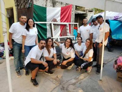 Buenos samaritanos llevan ayuda. Jujutla, México. FOTO: Mundo Hispánico