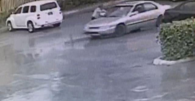 El ladrón arrastró a mujer en el estacionamiento del 'Supermercado Presidente'.