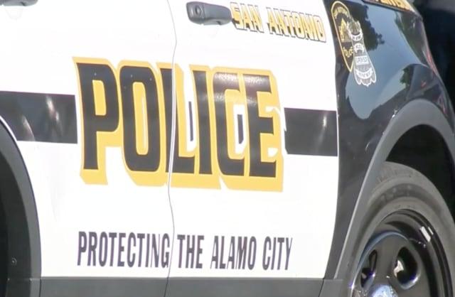 policia rescata niño menor inmigrante