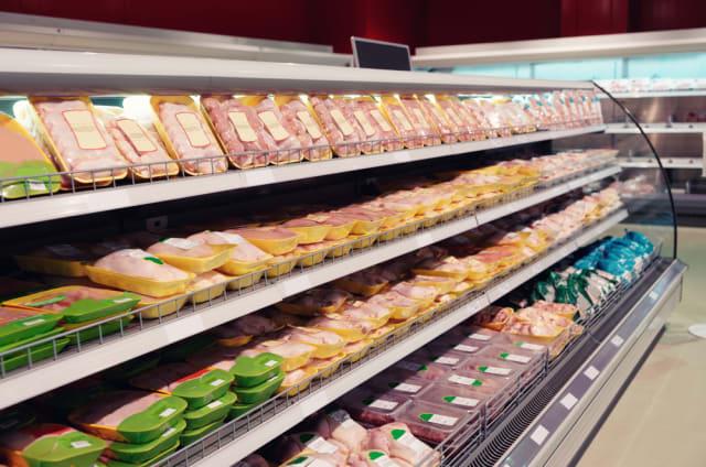 Retiran pollo en supermercados por posible contaminación por listeria