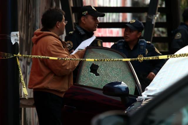 comerciante de autos y a su hija en un Audi