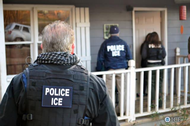operativo ICE licencias indocumentados