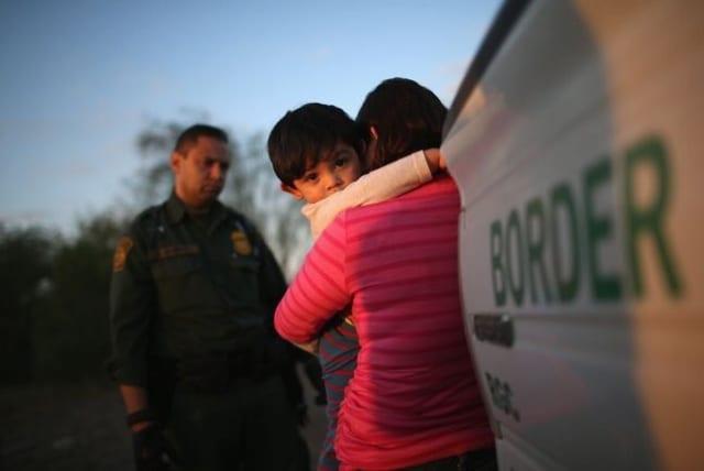 Plan para detener a familias migrantes por tiempo indefinido