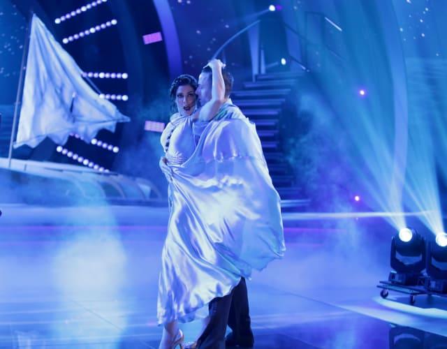 Dayanara Torrres impresiona bailando en 'Mira Quién Baila'. (Foto: Univision Network)