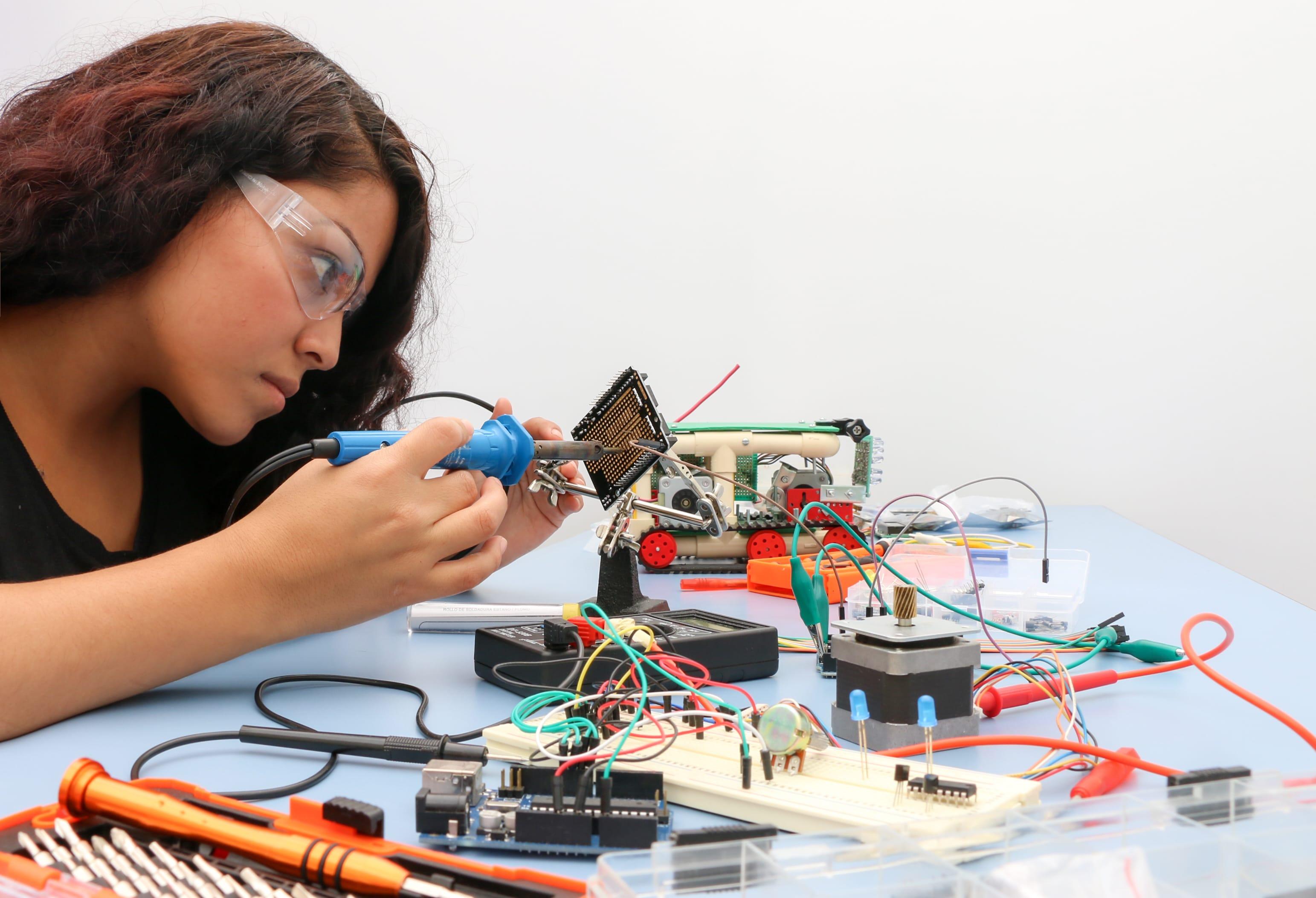 ¿Cómo impulsar a los jóvenes a las carreras de Ciencia y Tecnología?