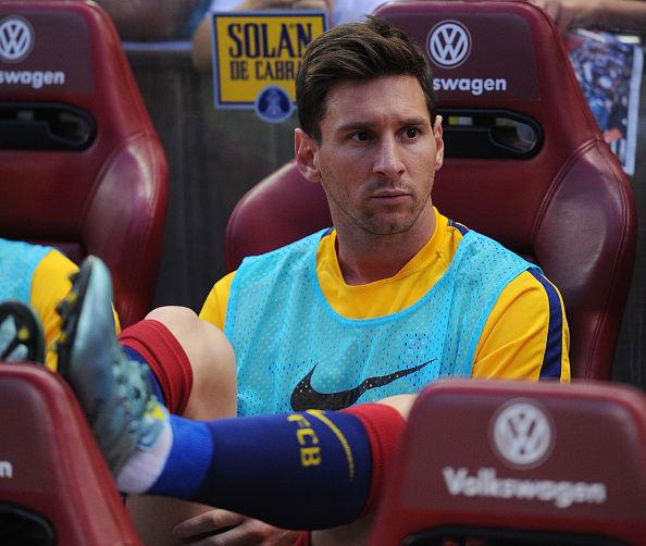 asientos de autos en la banca de futbolistas