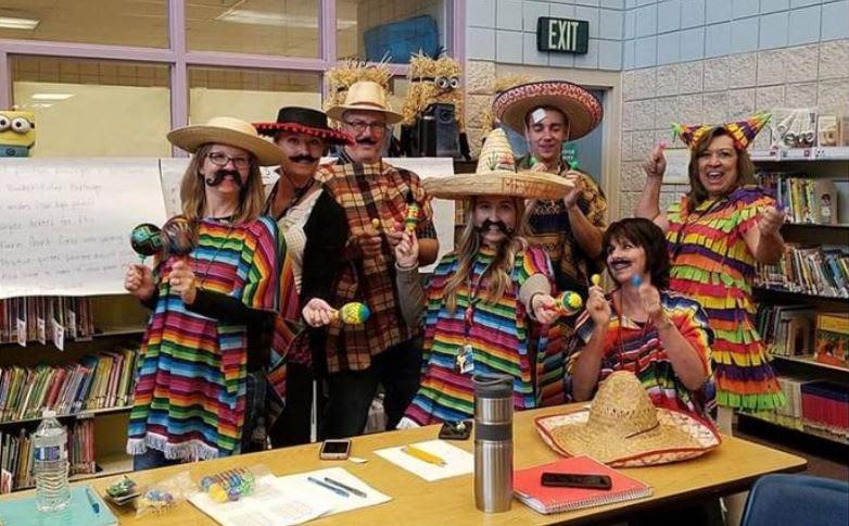 Distrito escolar se disculpa luego de que disfraces de maestros ofendieran a inmigrantes